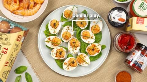 Huevos rellenos de atún y langostinos