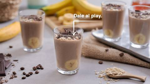 Smoothie de plátano, avena y café