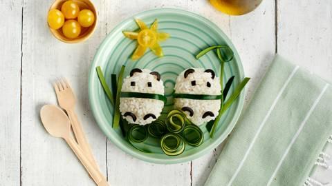 Arroz con verduras con forma de pandas