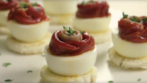 Tosta de anchoa con pimiento