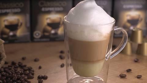 Café con leche al pistacho