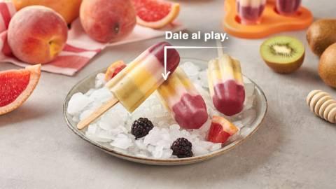 Polos caseros de yogur y fruta