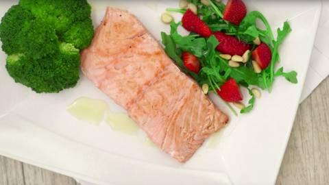 Salmón con rúcula y brócoli