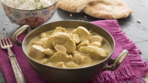 Pollo korma con pan chapati