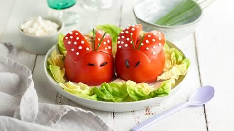Tomates rellenos de caballa y aguacate