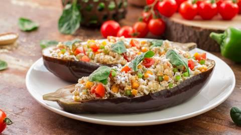 Berenjena rellena de quinoa