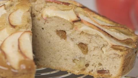 Tarta de manzana con nueces y pasas