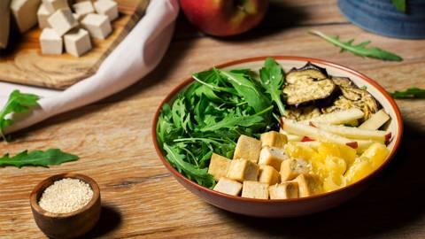 Ensalada de tofu ecológico