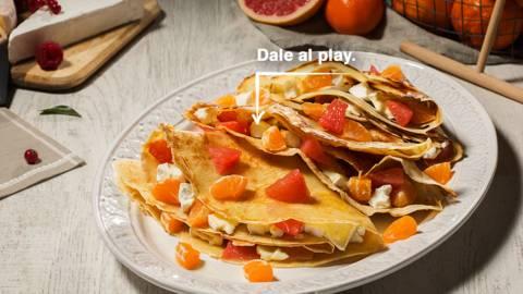 Crêpes tres quesos con mandarina y pomelo