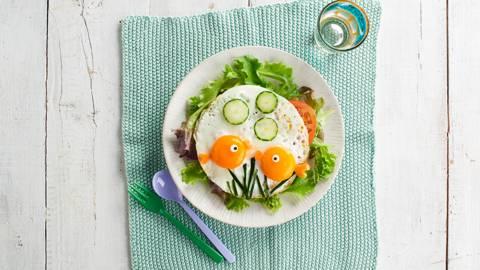 Huevos a la plancha con forma de peces