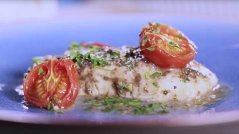 Lomo de bacalao con salsa de aceitunas