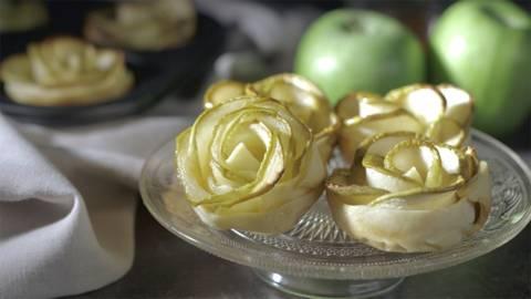 Flores de masa quebrada y manzana