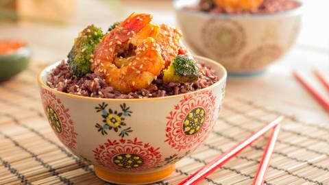 Wok de arroz con bambú
