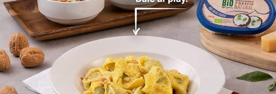 Cómo hacer pasta rellena con dos salsas