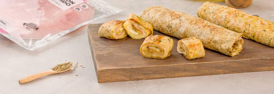 Rollo de calabacín y zanahoria con jamón y queso