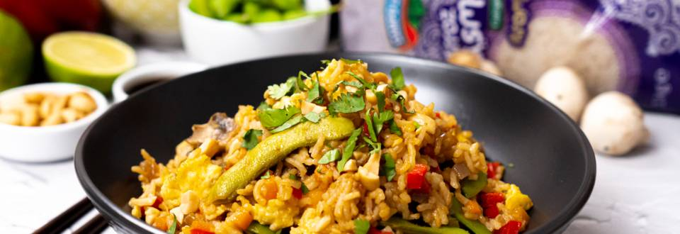 Arroz estilo oriental con verduras y cacahuetes