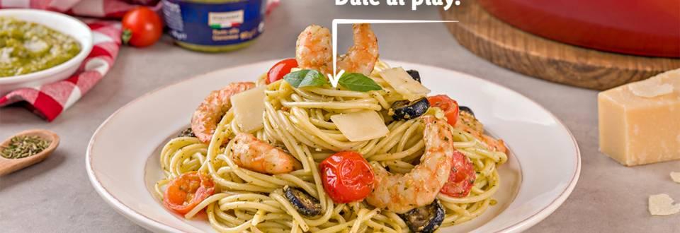 Cómo hacer espaguetis con salsa pesto Genovese y langostinos