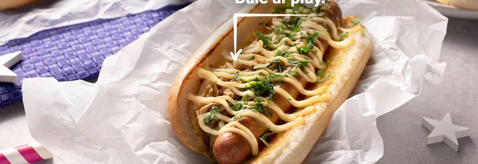 Cómo hacer hot dog americano con salsa de queso cheddar
