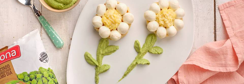 Panecillos en sartén con huevo revuelto
