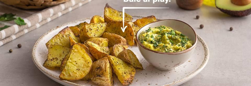Cómo hacer patatas especiadas al horno con guacamole