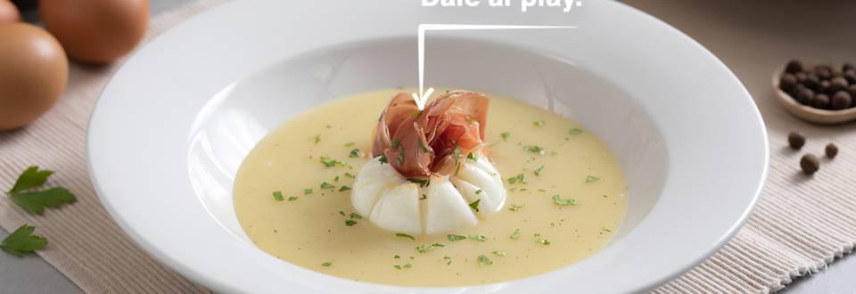 Cómo hacer huevo poché sobre puré de patatas