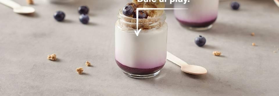 Cómo hacer yogur con coulis de arándanos