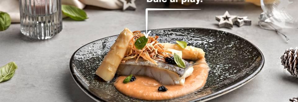 Cómo hacer bacalao confitado con salsa de espárragos