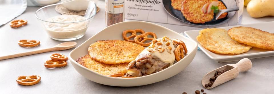 Codillo con patatas, salsa de pimienta y pretzels