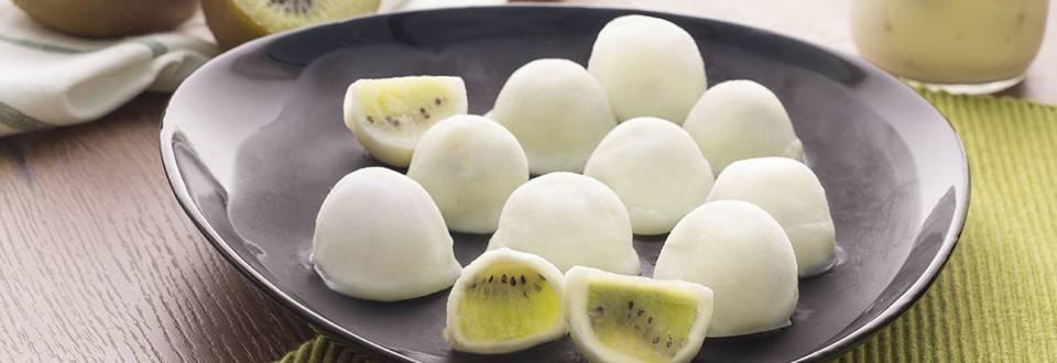 Cómo hacer bombones de kiwi bañados en yogur