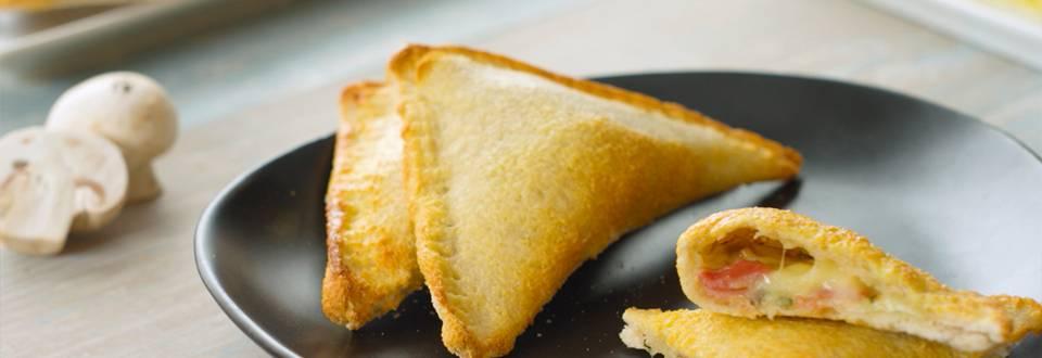 Cómo hacer triángulos rellenos de queso y bacon