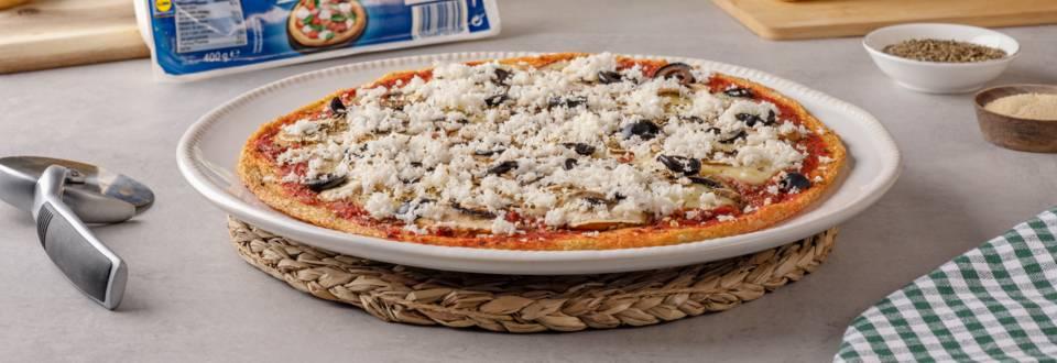 Pizza de coliflor con mozzarella y champiñones