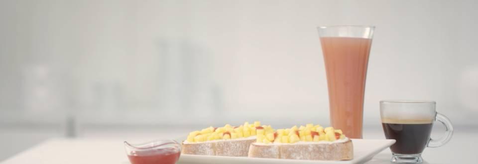 Cómo hacer tostada con queso, mango y fresa