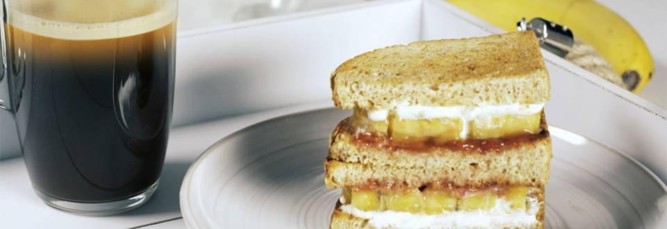 Cómo hacer sándwich dulce y café americano