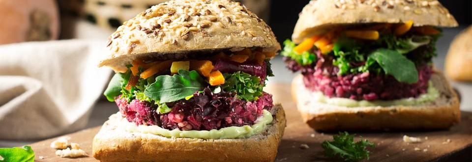 Cómo hacer hamburguesa vegana con salsa de aguacate