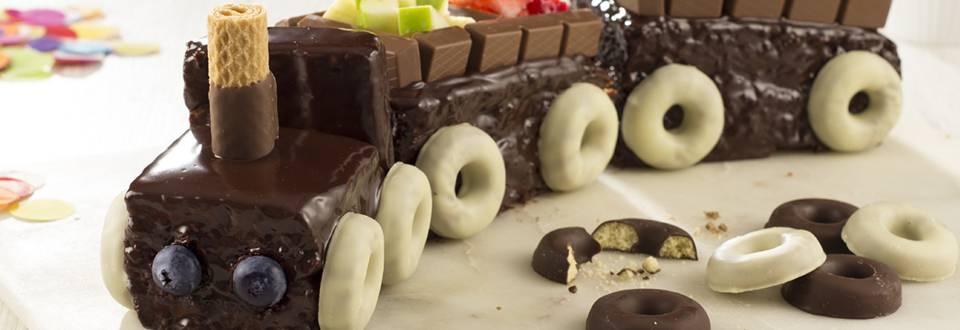 Cómo hacer tarta tren de chocolate con frutas