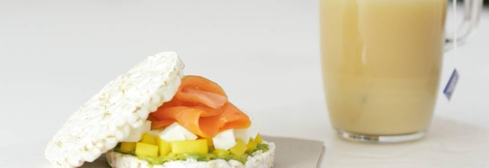 Cómo hacer sándwich ligero y té con leche