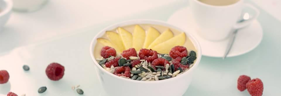 Cómo hacer smoothie bowl de piña y nectarina con café